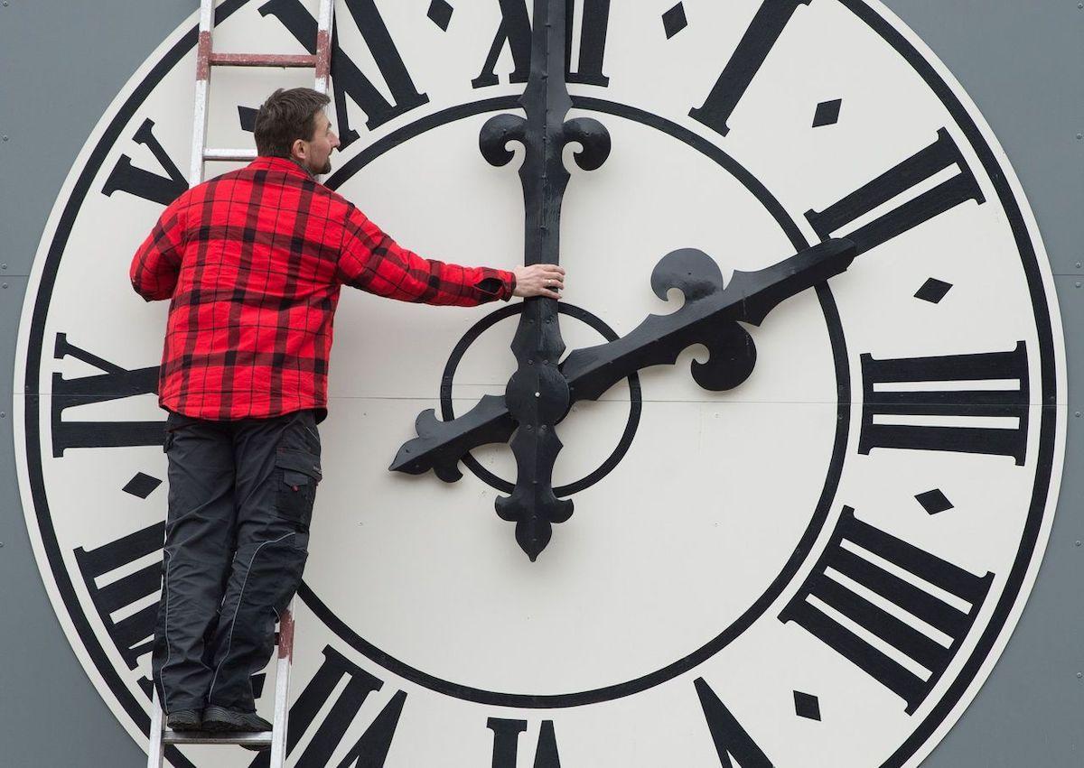 Wintertijd Vier Uur Tijdsverschil Met Nederland Suriname Herald