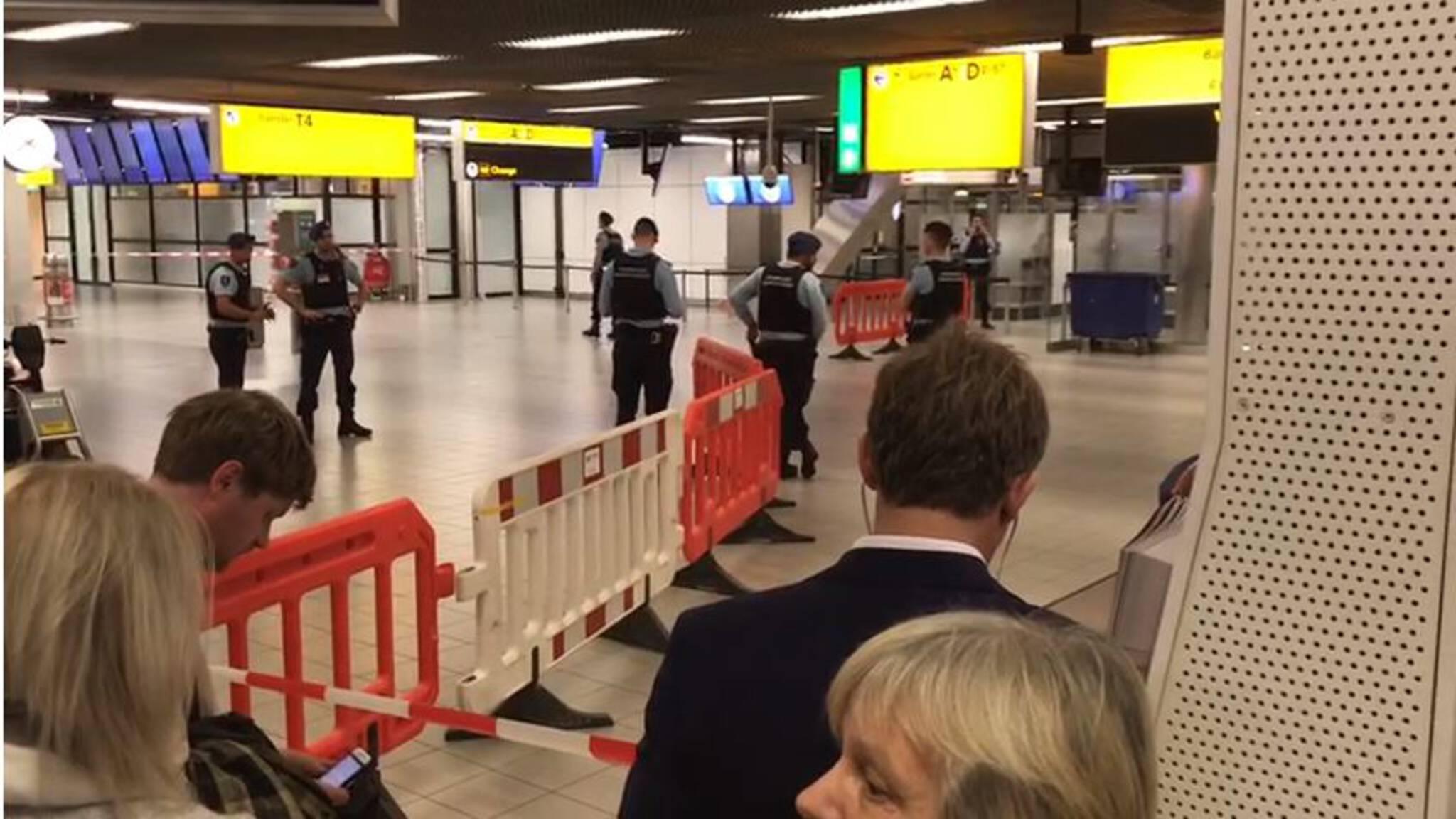 Verdachte situatie aan boord van vliegtuig Schiphol; hulpdiensten massaal uitgerukt 1